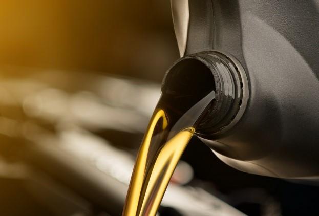 Jakim olejem zalać silnik na sezon letni?